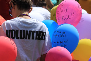 PHOTOS BY LIZZIE RIDDER / REPORTER Participants write messages to lost loved ones. The balloons are then released, or sent, as messages to those who've died by suicide.